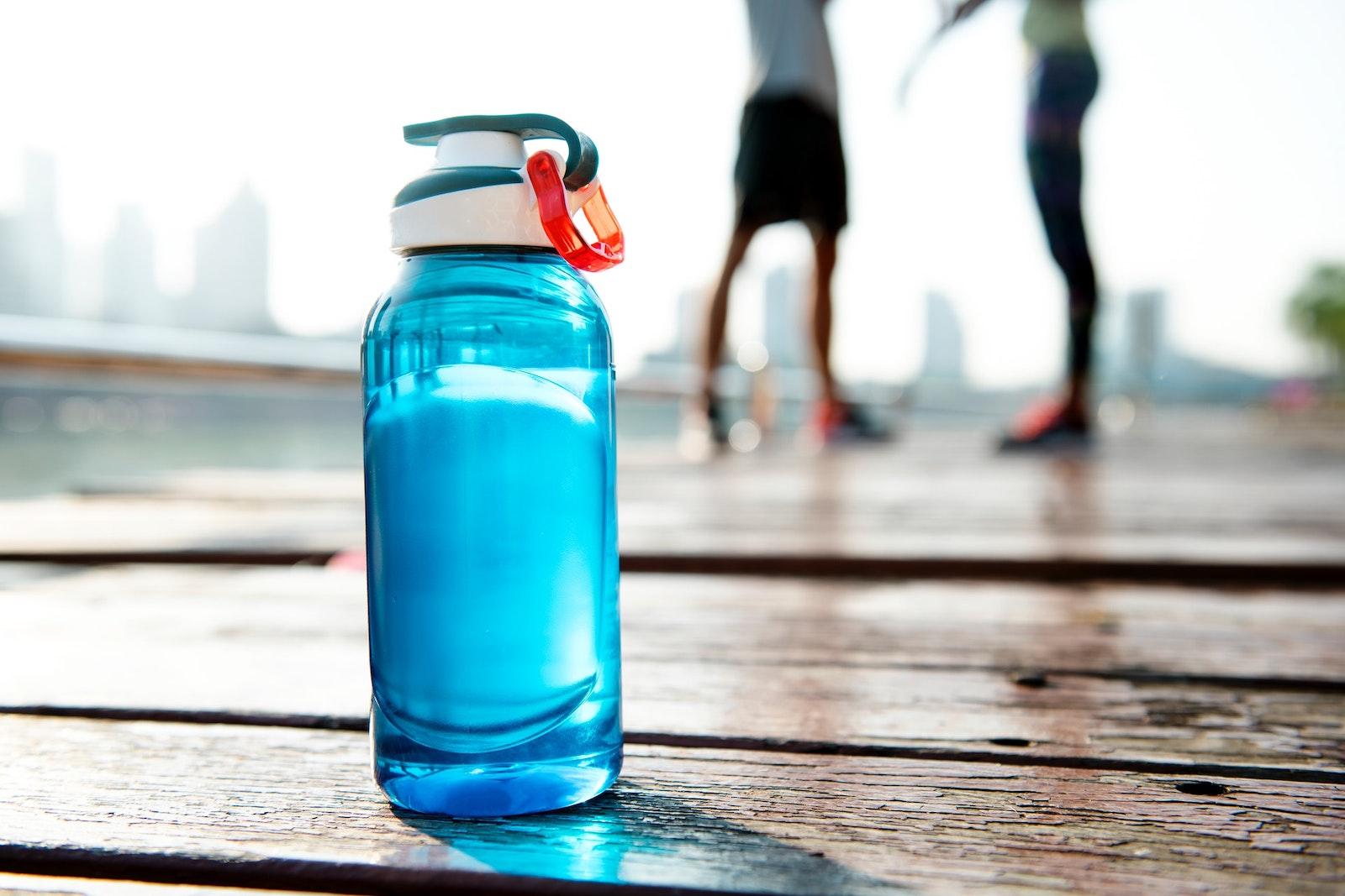 Как пить 2 литра воды в день